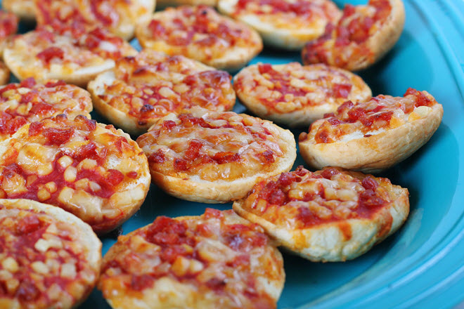 how to cook pizza bagels in the oven