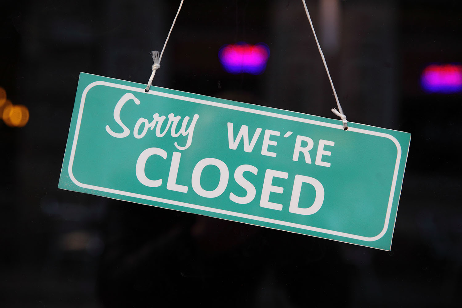 Sorry we are closed sign hanging on a restaurant door.